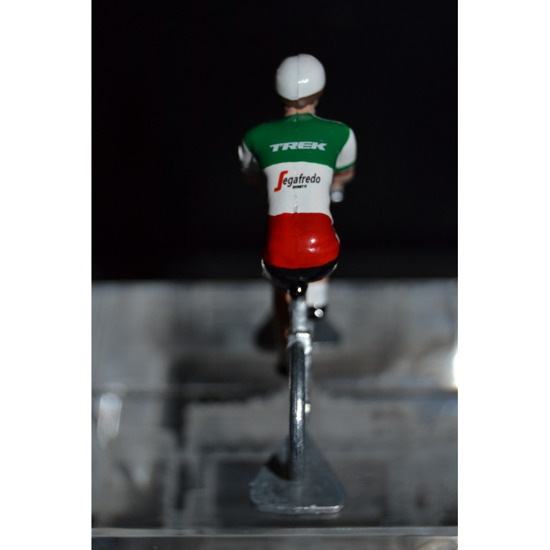 Italian Champion 2015/2016 Giacomo Nizzolo- die cast metal cycling figurine