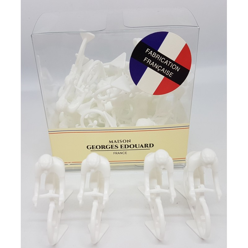 Box of 20 white figurines
